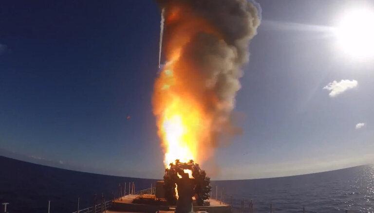"""Что известно о пожаре на """"Адмирале Кузнецове"""" и что еще ему пришлось пережить"""