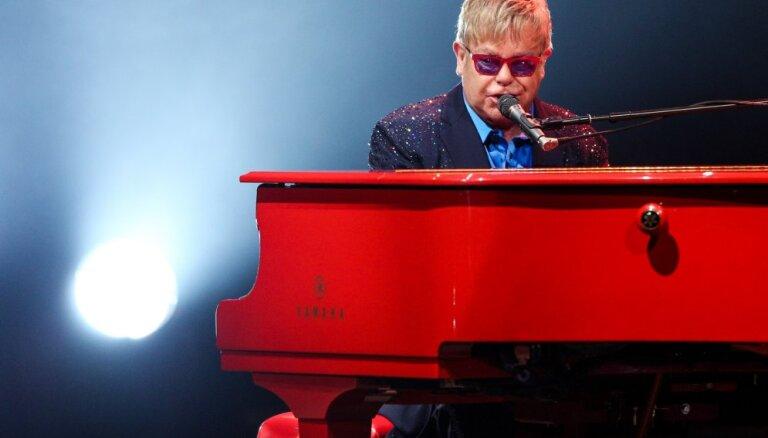 Novembrī Rīgā uzstāsies Eltons Džons