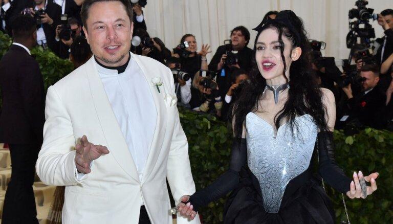 Илон Маск появился на публике с новой девушкой