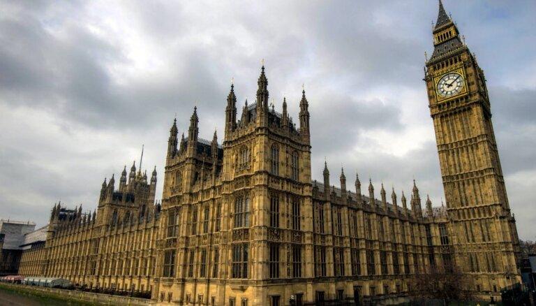 Lielbritānijas parlaments noraida vēl vienas 'indikatīvo balsojumu' kārtas rīkošanu pirmdien