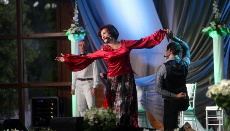 Fotoreportāža: ar sirsnīgu koncertu noslēgta Olgas Dreģes jubilejas koncertturneja