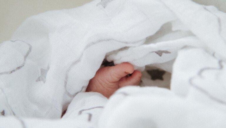 Московский подросток выбросил из окна новорожденную сестру