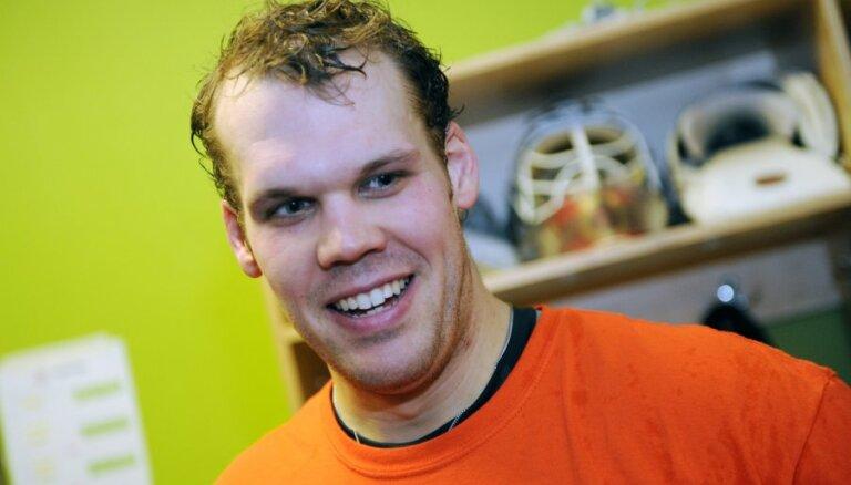 Bijušais Rīgas 'Dinamo' vārtsargs Holts spēlēs Skotijas klubā