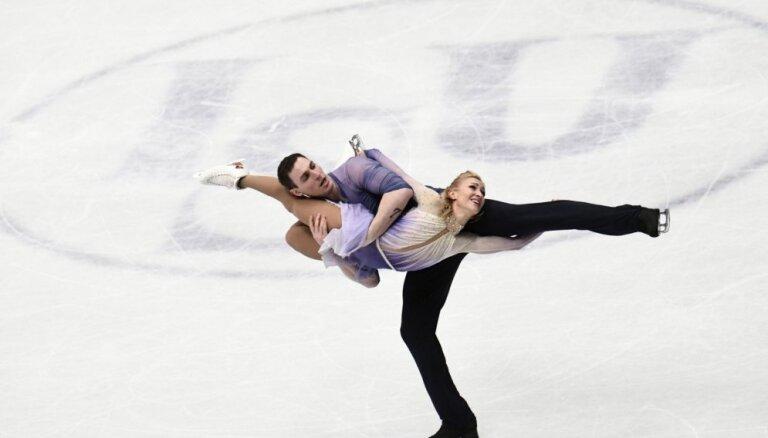 Olimpiskie čempioni daiļslidošanā Savčenko un Maso ar jaunu rekordu triumfē pasaules čempionātā