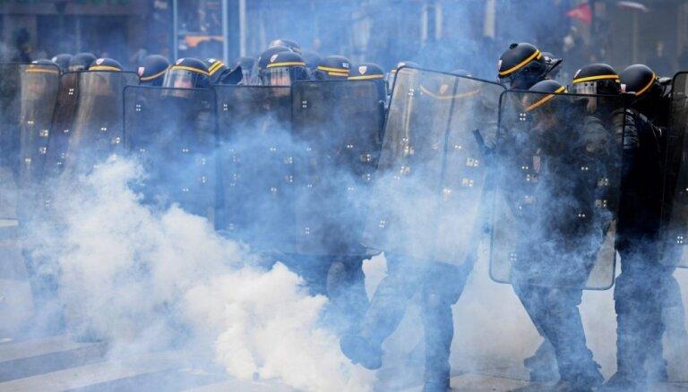 Foto: Sadursmēs Parīzē trīs ievainotie