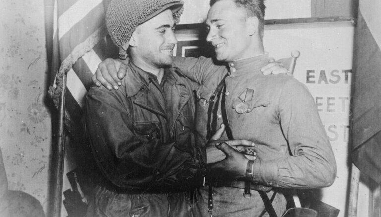 #Ziņas1945: ASV un padomju karavīri tiekas pie Elbas
