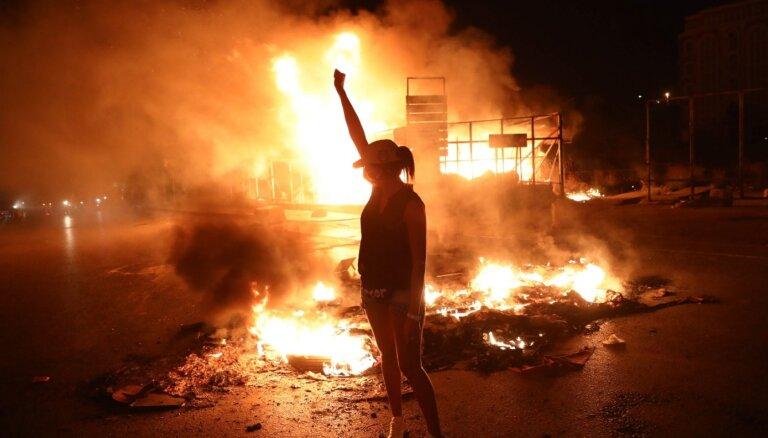 Foto: Pēc pauzes Covid-19 dēļ protesti atkal pārņem Libānas ielas