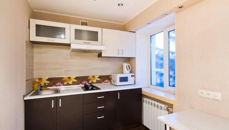 Dizainere ieskicē piecas izplatītākās kļūdas mazas virtuves iekārtošanā
