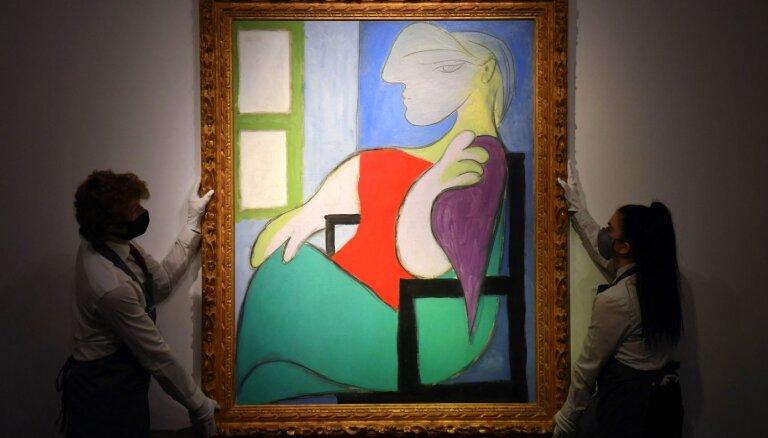 Pikaso glezna 'Pie loga sēdoša sieviete' pārdota par 103 miljoniem ASV dolāru