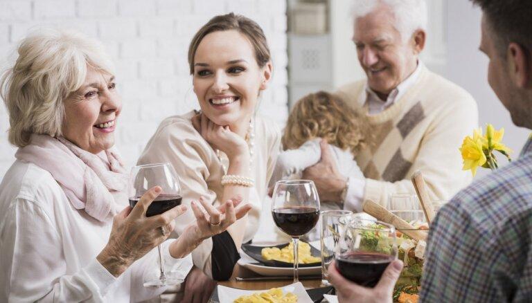 Vīramāte – vellamāte? Kā sadzīvot ar laulātā drauga vecākiem