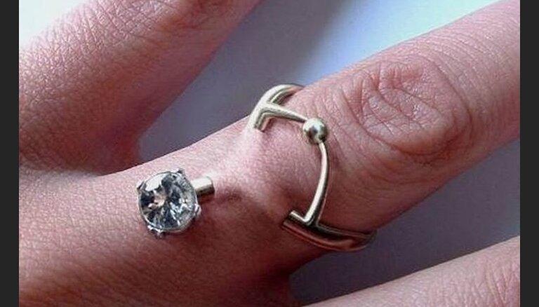 ФОТО. Любовь – боль: вместо кольца теперь модно делать пирсинг на пальцах