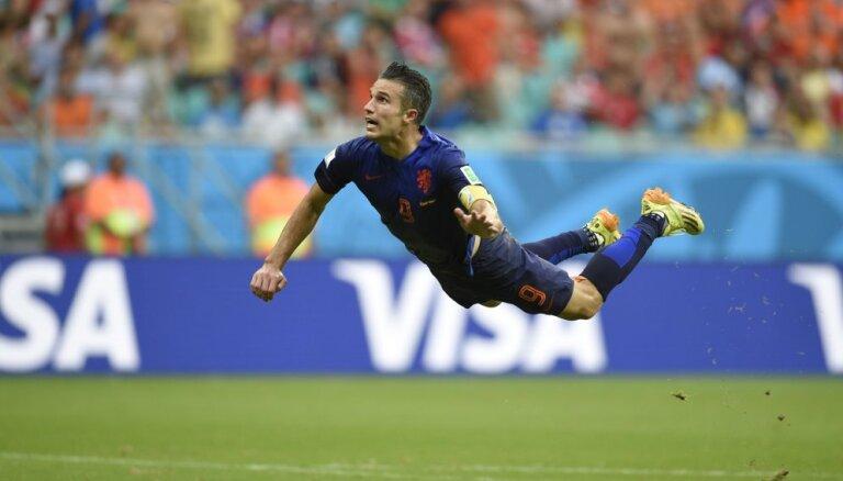 Выбирай: рыбка ван Перси, пятка Ибры и другие претенденты на звание лучшего гола-2014