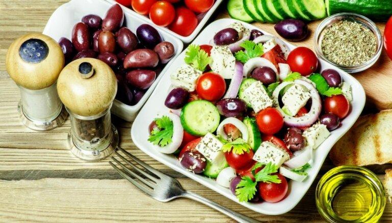 Kad aukstās zupas apnikušas: kā pareizi pagatavot atsvaidzinošos grieķu salātus