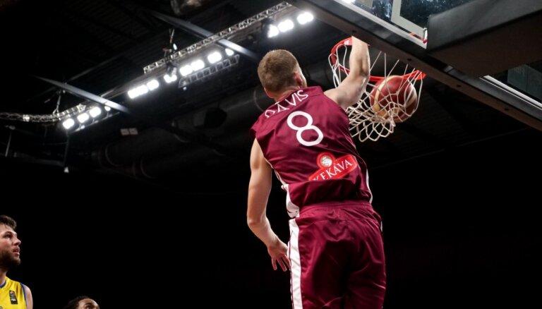 Latvijas izlase skaisti aizvadītā otrajā ceturtdaļā liek pamatus trešajai uzvarai