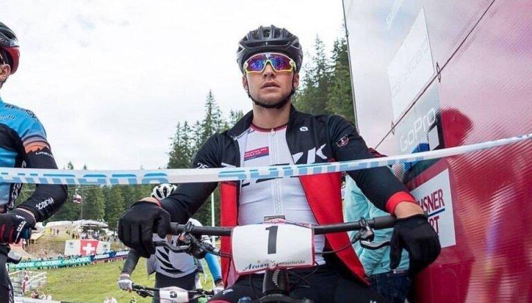 Kalnu riteņbraucējs Blūms finišē otrais sezonas noslēdzošajā PK posmā U-23 grupā un triumfē sezonas kopvērtējumā