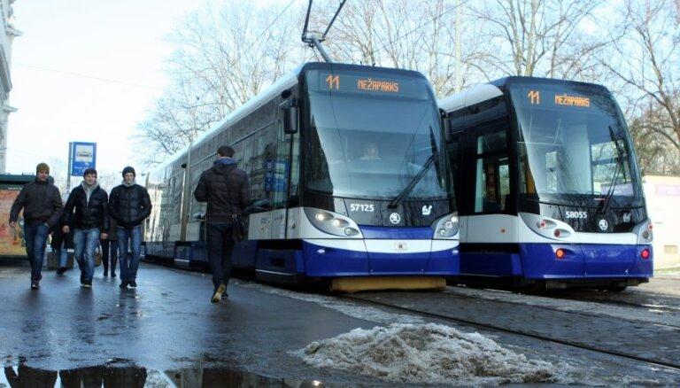 Снова действует комендантский час: что нужно знать про билеты и график общественного транспорта Риги в субботу
