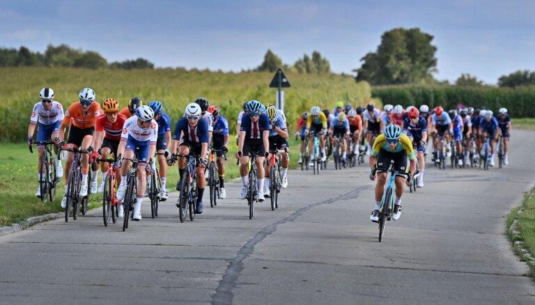 Latvijas riteņbraucēji cīņā par augstām vietām pasaules U-23 čempionāta grupas braucienā neiesaistās