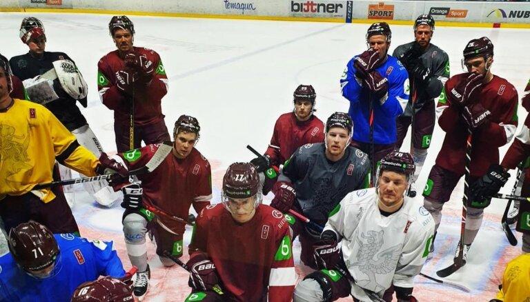 Latvijas hokeja izlase aizvadīs pārbaudes spēli Slovākijā