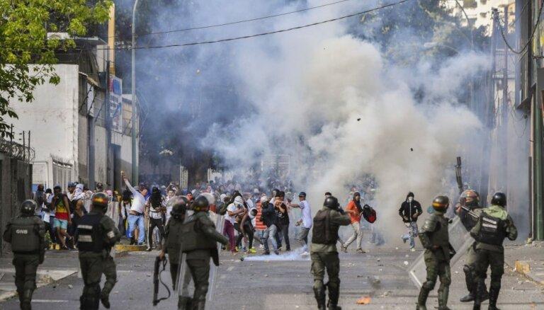 Венесуэла: оппозиция призывает армию перейти на сторону народа