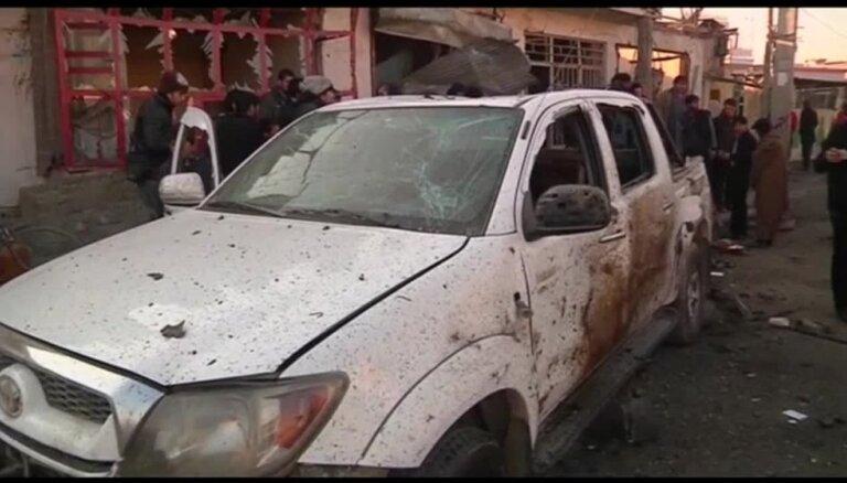 Pašnāvnieks pie Kabulas lidostas uzspridzina sevi un civiliedzīvotāju