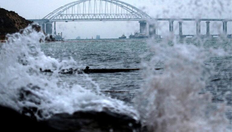 Крымский мост соединил берега железнодорожными пролетами