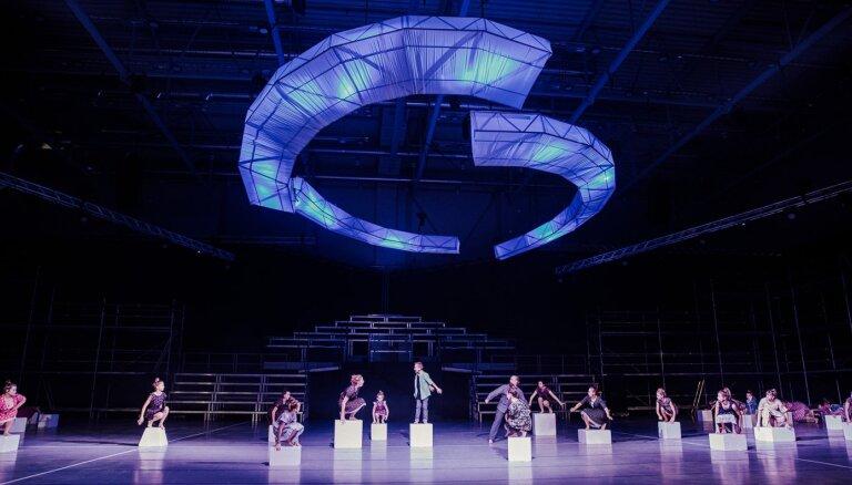 Skolēnu 'e-Dziesmusvētkos' pabeigta dejas koncertstāsta 'Augstāk par zemi' filmēšana