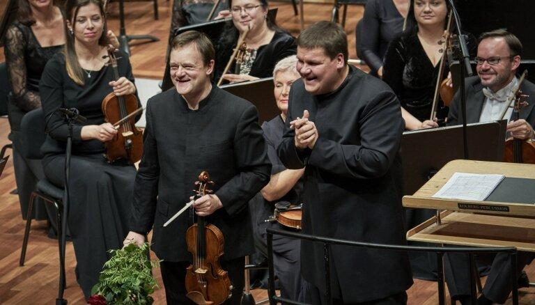 Foto: Jauno sezonu atklāj Latvijas Nacionālais simfoniskais orķestris