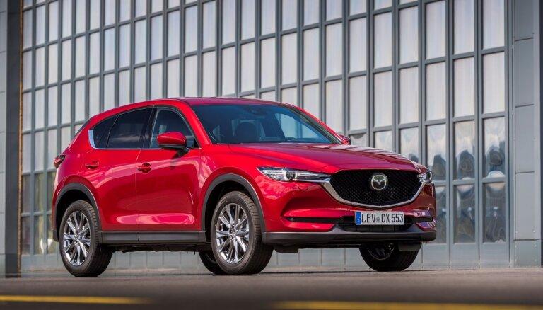 Modernizētā 'Mazda CX-5' gājējus uz ceļa atpazīs pat naktī