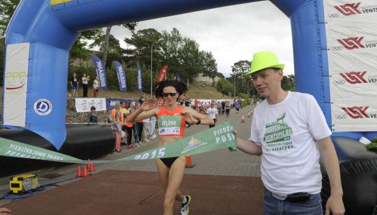 Jeļena Prokopčuka labo Ventspils Piedzīvojumu parka pusmaratona trases rekordu