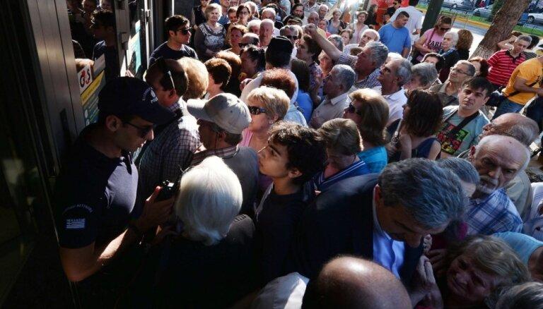 Опрос: большинство греков поддерживают уступки кредиторам