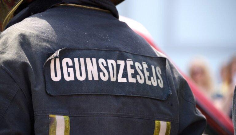 Пожарные проверяют ТЦ Alfa из-за жалоб на закрытые эвакуационные двери