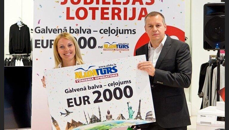 'Elkor Plaza 10 gadi' loterijas galveno balvu saņem rīdziniece