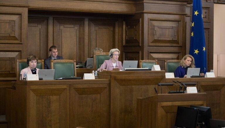 Opozīcijai neizdodas pazemināt tautas nobalsošanas ierosināšanas slieksni; Liepiņa atsakās piedalīties