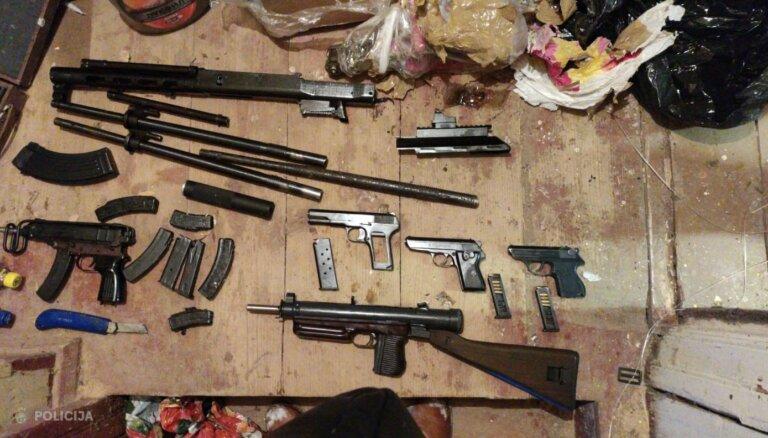 ФОТО. Полиция изъяла подпольный арсенал: автоматы, пистолеты, взрывные устройства