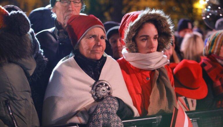 Foto: Brīvības pieminekļa pakājē izskan emocionāli saviļņojošais koncertuzvedums '18.11'