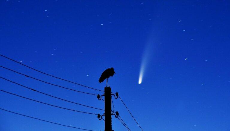 Nākamreiz tikai pēc 7000 gadiem – arī Latvijā var novērot spožo NEOWISE komētu