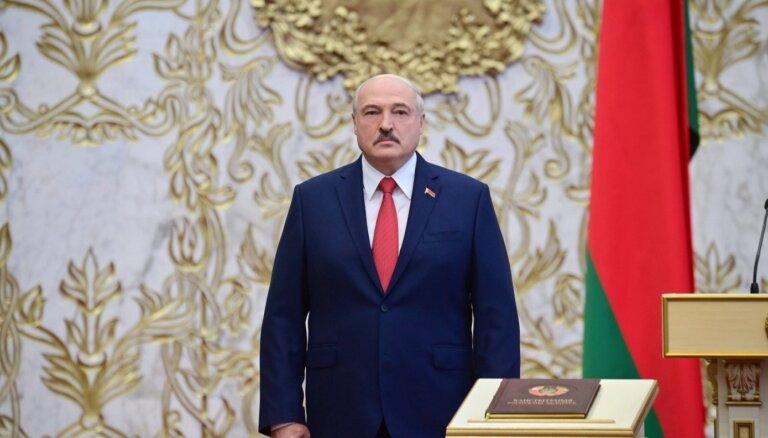 Байден призывает значительно расширить международные санкции против окружения Лукашенко
