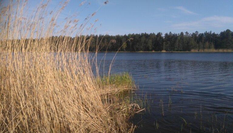 Ūdens temperatūra dažās upēs pakāpusies līdz +12 grādiem