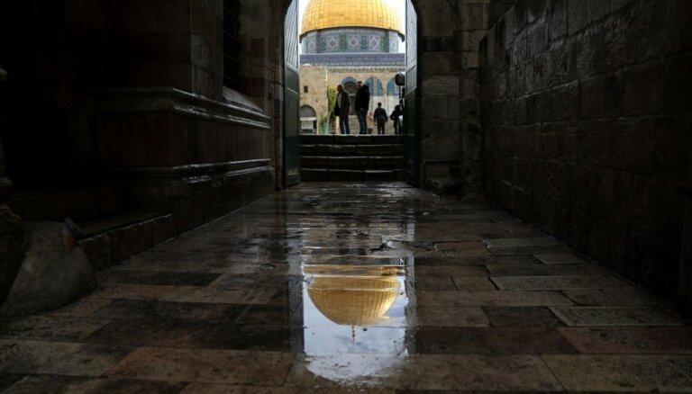 Rumānija vēstniecību Izraēlā pārcels uz Jeruzalemi