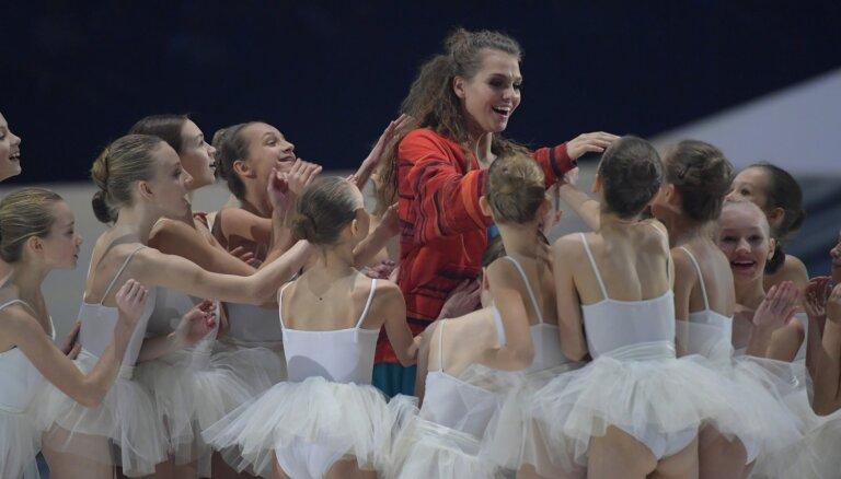 Apbalvoti pirmās Dejas balvas laureāti. Pārsteigums dejas mākslā – uzvedums 'Abas malas'
