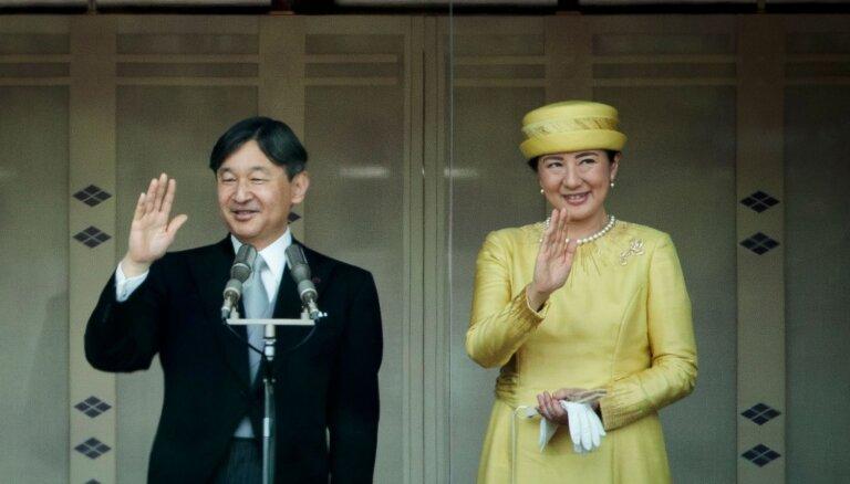 Japānas jaunais imperators Naruhito pirmo reizi sveic sabiedrību