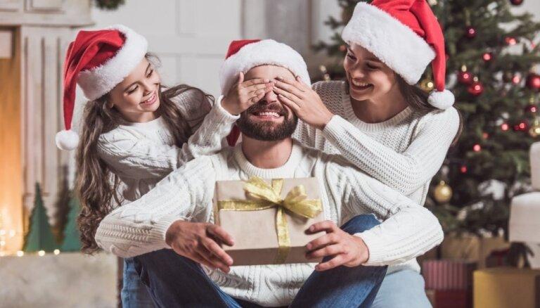 Ziemassvētku dāvanas vīrietim – ko dāvināt brālim, tēvam, draugiem?