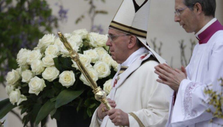 Francisks Svētā Pētera laukumā vadīs pirmo Lieldienu dievkalpojumu