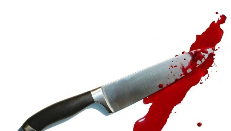 Tēvam par vardarbīga dēla noduršanu piespriež nosacītu cietumsodu