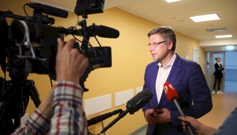 Ušakovs pēdējās nedēļās esot pazudis no publiskās telpas 'cilvēku riebuma dēļ'