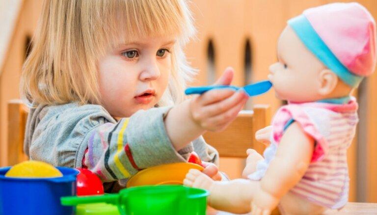 Kādas mantas atrodamas Latvijas bērnu rotaļlietu kastēs; to vērtība un nozīme