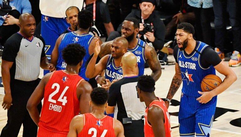 Aizraujoša NBA Zvaigžņu spēle noslēdzas ar nervoziem soda metieniem