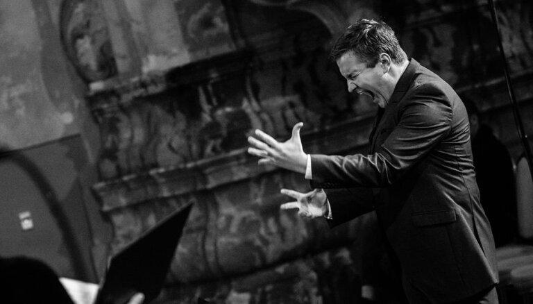 Latviešu kordiriģents Jurģis Cābulis triumfē starptautiskā konkursā Lietuvā