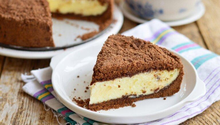 Šokolādes drupaču kūka ar maigu biezpiena pildījumu