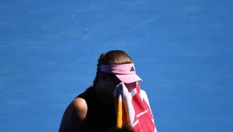 Ostapenko piedzīvo zaudējumu Štutgartes WTA turnīra dubultspēļu pusfinālā